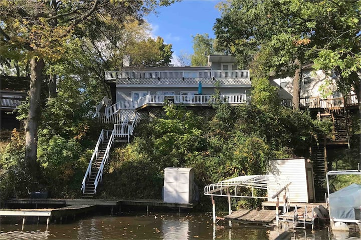 Amazing Lakefront House with all the Amenities!