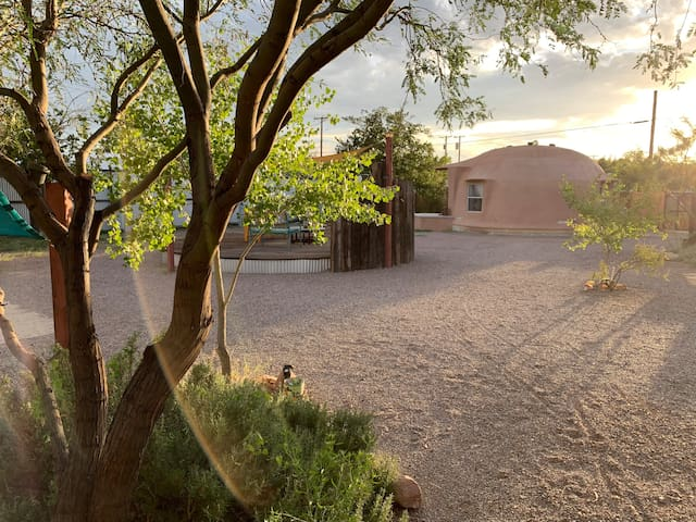 Off-The-Grid Dome & Private Hot Mineral Spring