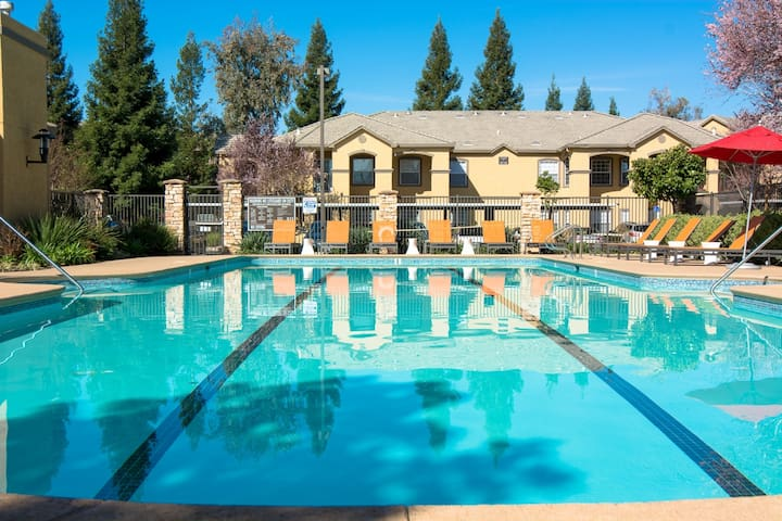 Folsom Luxury Space with Family - Rancho Cordova - Daire