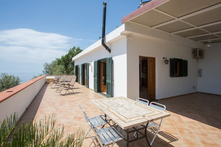 CASALENA relaxing holiday home overlooking the sea