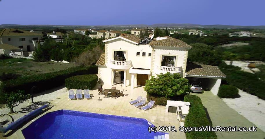 Stunning 4 bedroom villa by the sea - Paphos - House