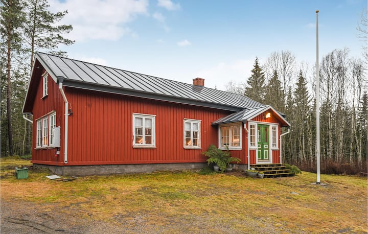 Beautiful home in Töllsjö with WiFi and 2 Bedrooms