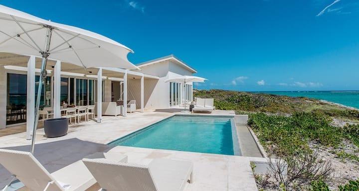 Three Bedroom Peninsula Oceanfront Reef Villa