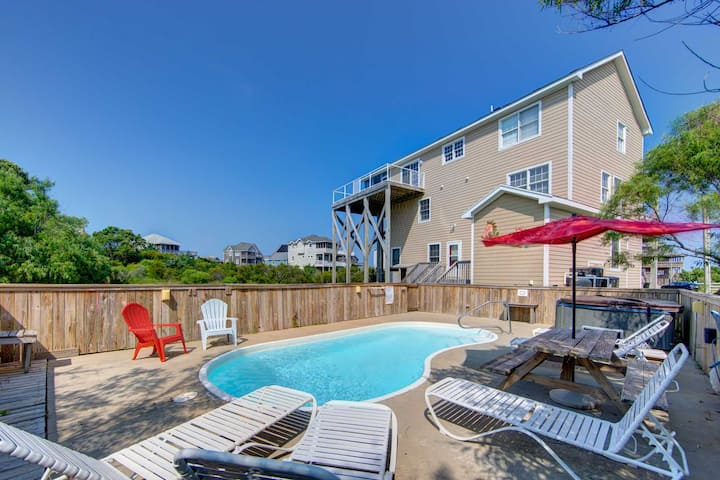 Immaculate 6 Bedroom Oceanside in Waves-- pool, hot tub, game room, & more!