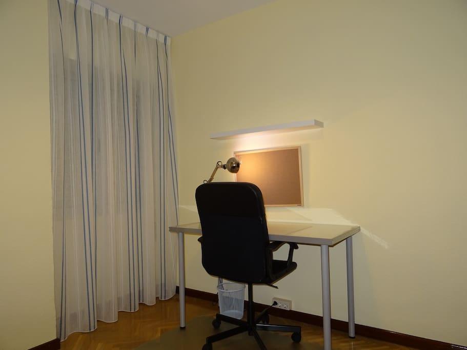 Zona de estudio o de trabajo de la habitación