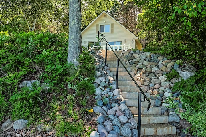 Cottage w/ lake views, private dock & fire pit - near public boat launch!
