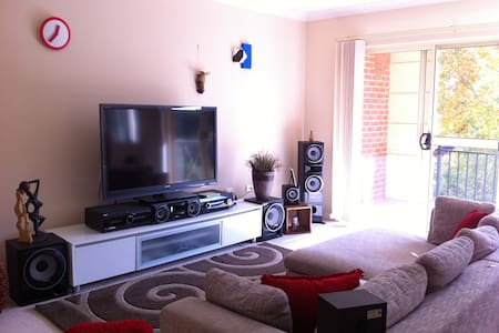 A homie, clean apartment with a friendly host - North Strathfield - Apartamento