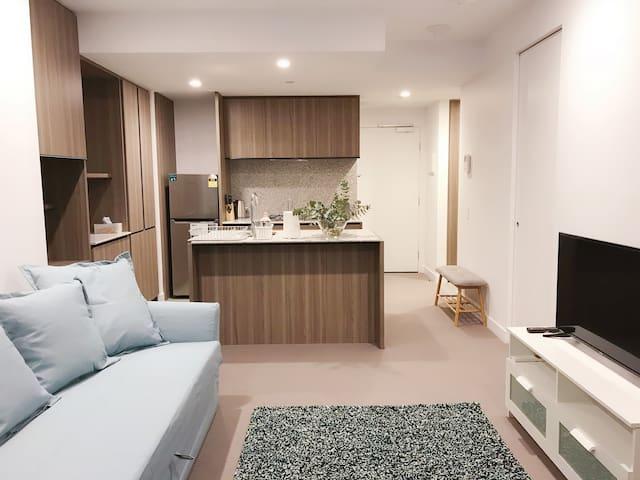 Brand New CBD Apartment, Near Victoria Market