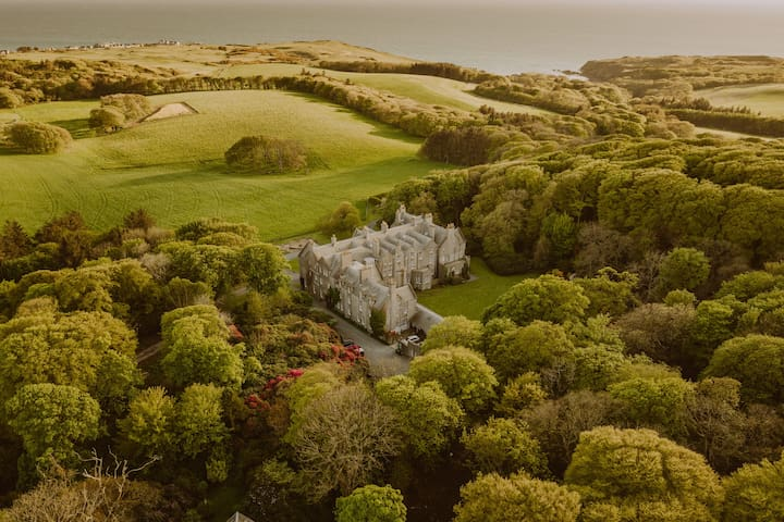 FAIRY TALE CASTLE ON ESTATE BY THE SEA SLEEPS 46