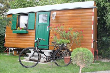 Schlafen im Bauwagen   - Romantic Wooden Caravan - - Gengenbach