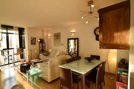 Perfectly Located Gorgeous Private Room w/Bathroom - Madrid