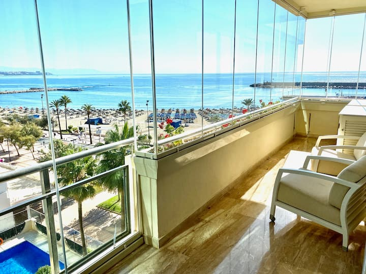 Stunning  beachfront apartment in Fuengirola