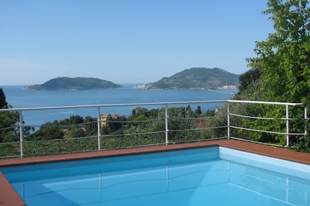 For 2 people, Seaview, Pool in Med. parc, Parking!
