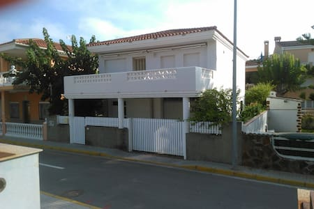Casa independiente a 150 m de la playa - Xilxes