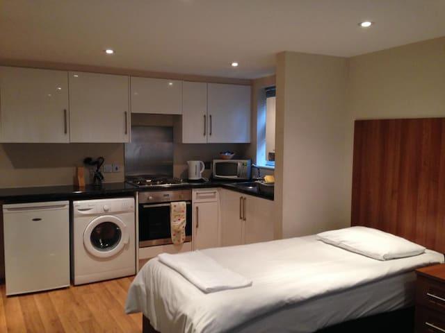 One Bedroom Apartment sleeps 4 adults