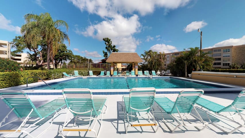 End Unit Steps from Beach Access w/ No Crazy Beach Prices!!!