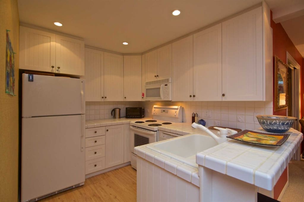 Lovely kitchen with full size appliances