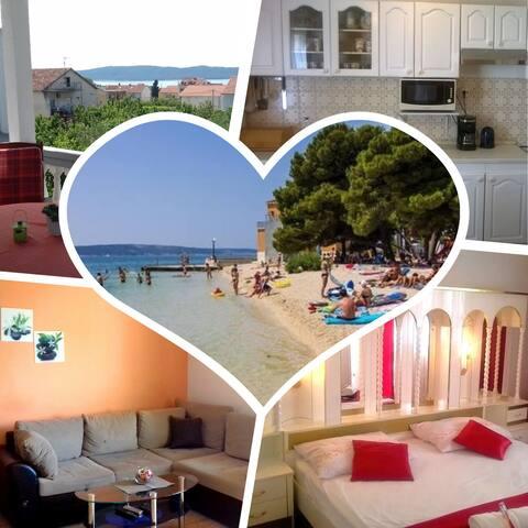 "Spacious cozy apartment ""Perić"" near Split&Trogir"