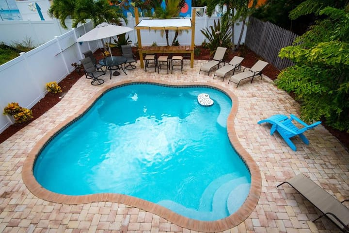 342A Canal Rd - Comforts of Home in the Perfect Condo Located in Siesta Key Village (Pet Friendly!!)
