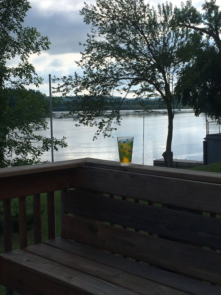 Right on the Mississippi...relax and enjoy!