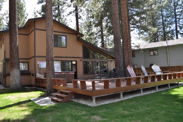 Meadow Lake with a View and Hot Tub - South Lake Tahoe - Apartamento