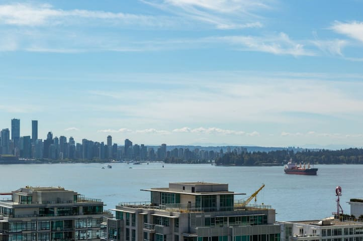 Renovated suite! Gorgeous view near Lonsdale Quay - North Vancouver - Apartment