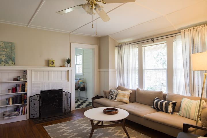 Bright & Cozy Room in Plaza Midwood Bungalow - Charlotte - House