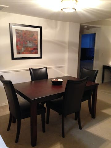 Ideal 2BR Apartment in Heart of Ballston - Arlington - Huoneisto
