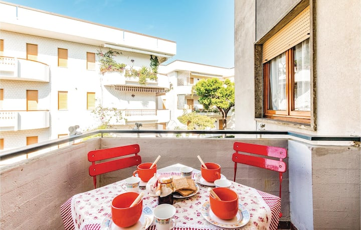 Nice apartment in Villa Rosa TE with 1 Bedrooms