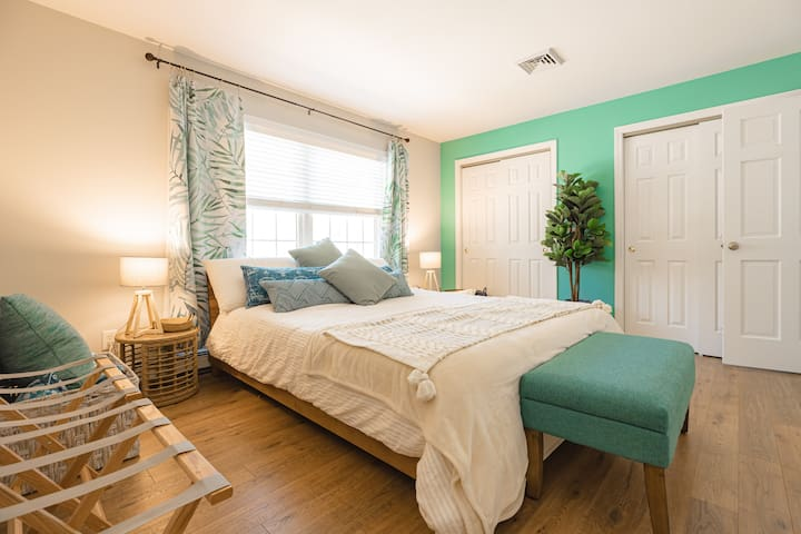 Master bedroom / California King