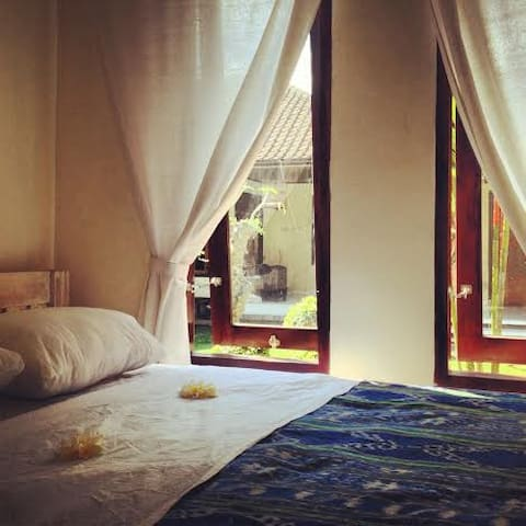 Simple room in central Seminyak