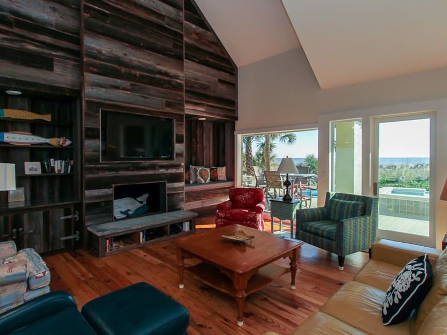Spacious Living Room with Ocean Views at 8 Ketch