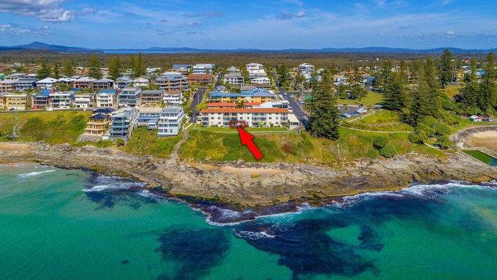 Craigmore On The Beach Unit 4 ground floor Ocean Views of the Pacific Ocean WiFi