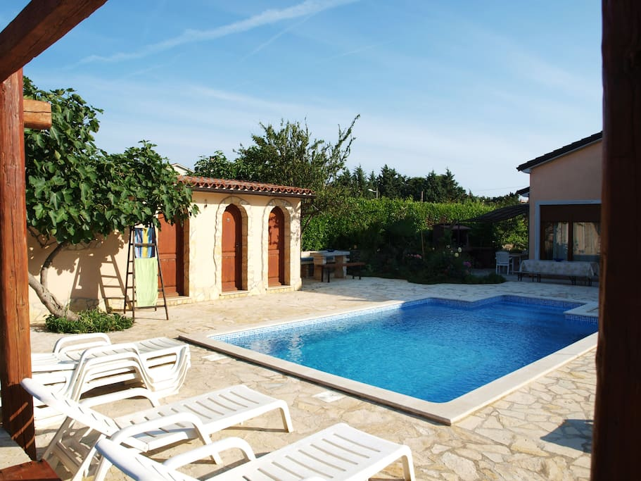 Swimmingpool with outside shower, little house with bathroom and washing mashine