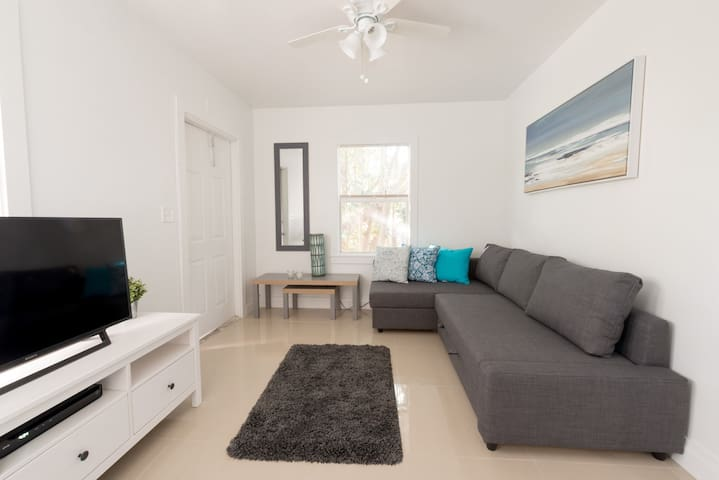 Key West Style apartment for ONE month MINIMUM