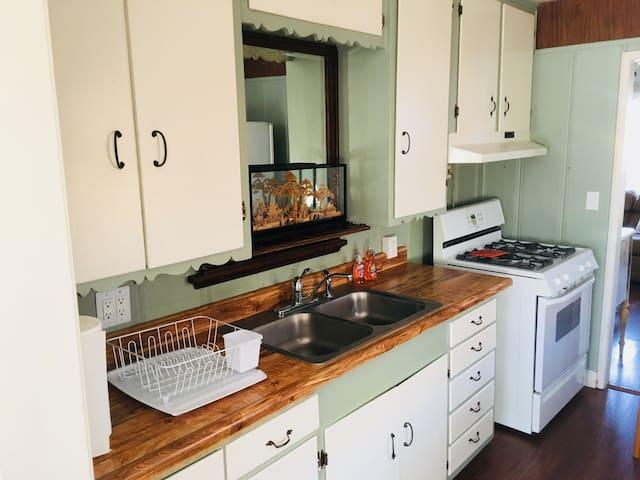 The Genie | Bright, Comfortable 2 BDRM Cottage