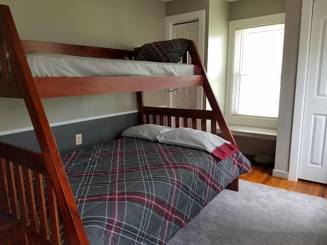 Bedroom 2: twin/full bunk