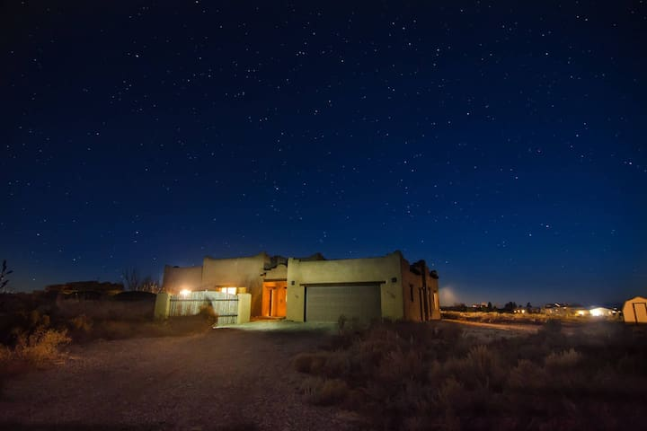 Spacious adobe on the edge of Taos - Arroyo Hondo