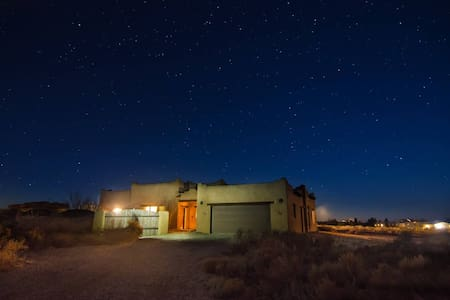 Spacious adobe on the edge of Taos - Arroyo Hondo - Hus