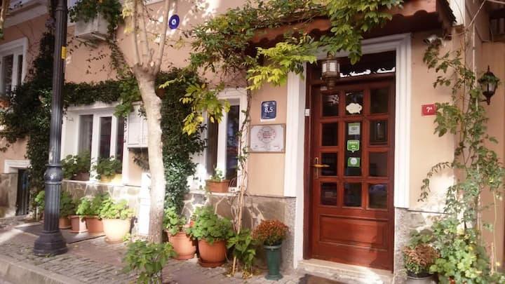 Family Inn in Old City