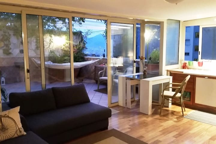 Room in central penthouse with panoramic terrace - Nápoles - Bed & Breakfast