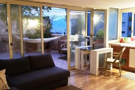 Room in central penthouse with panoramic terrace - 那不勒斯(Napoli) - 家庭式旅館