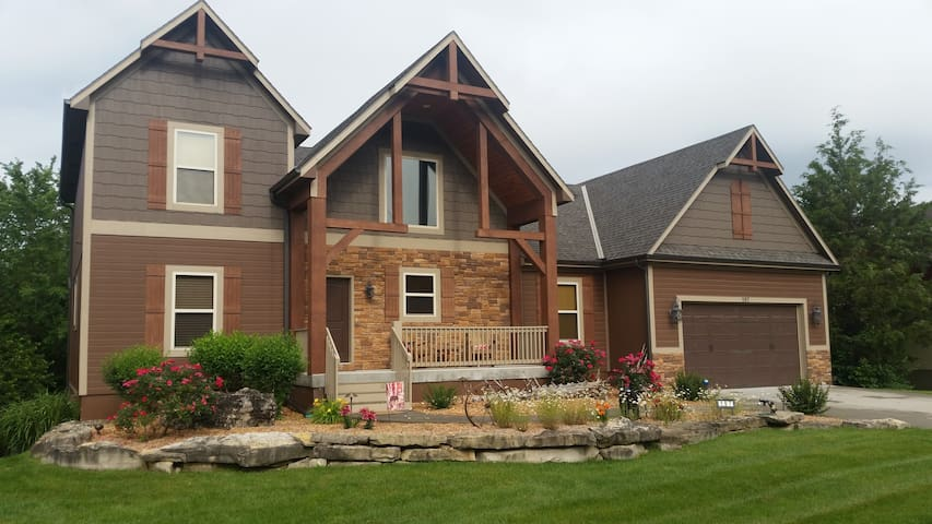 Luxury 6 Bedroom Branson Home - The Gracious Moose - Hollister - House