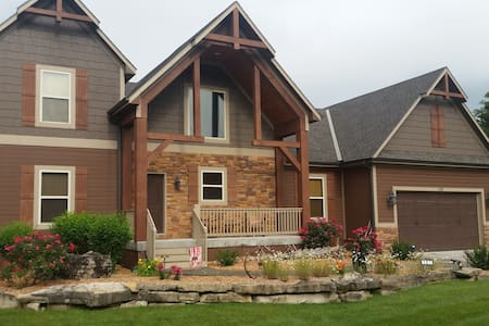 Luxury 6 Bedroom Branson Home - The Gracious Moose - Hollister - Haus