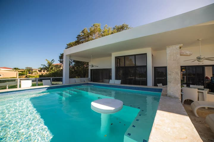 3 Br VILLA CONTI  944 Pool Table & King Beds