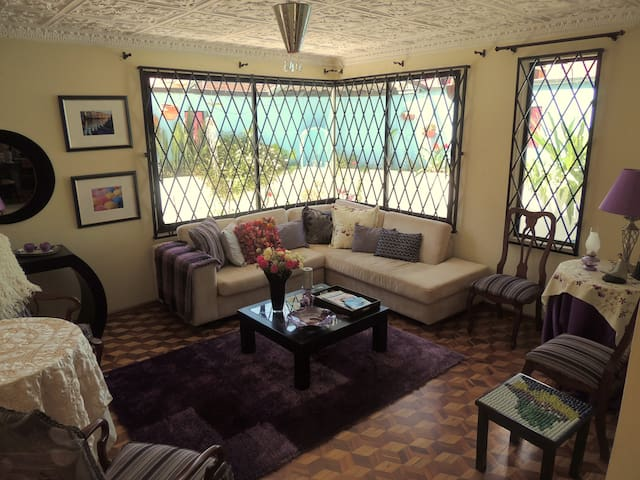 2 Charming rooms in typical Ecuadorian home - Cuenca - Hus