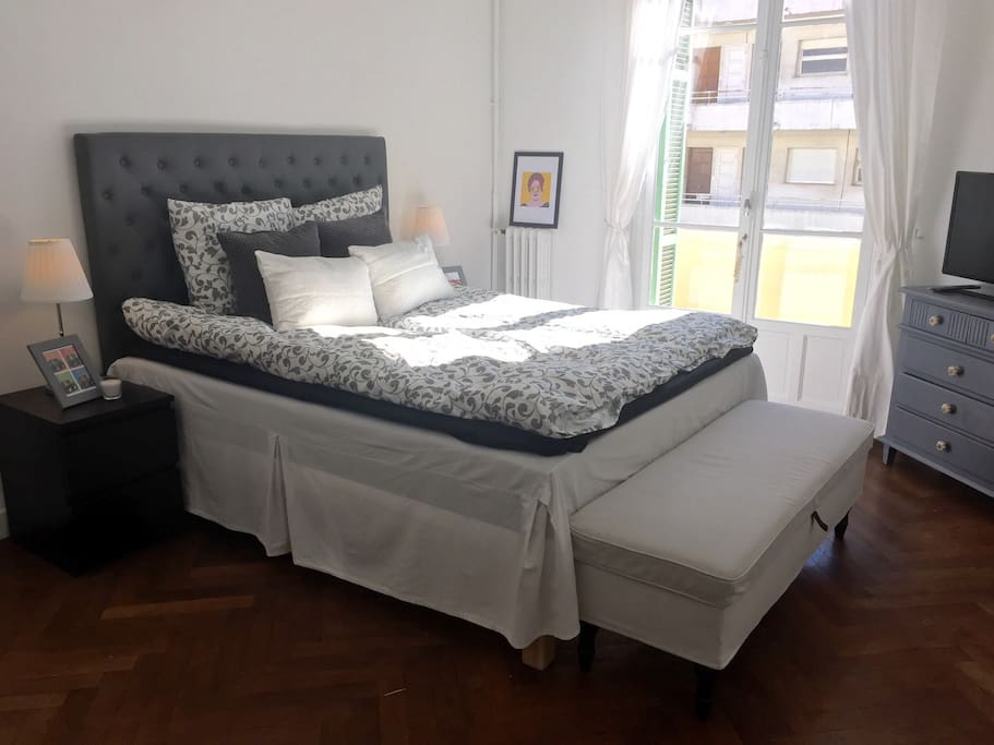 Bedroom with access to the balcony (bed: 160 x 200)