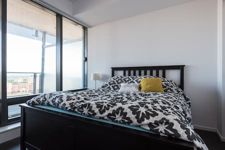 Spacious modern condo with a great view! - 多伦多