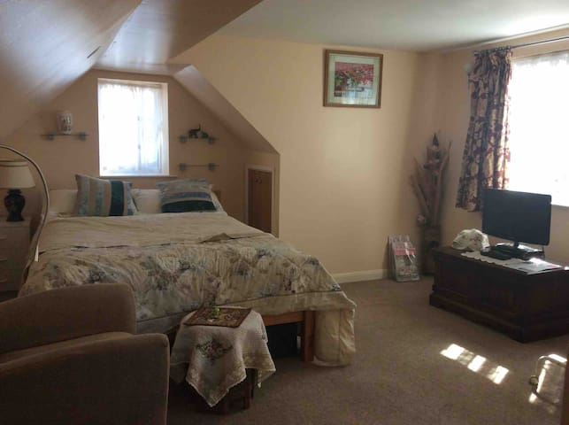 Spacious room with an en-suite and sitting area