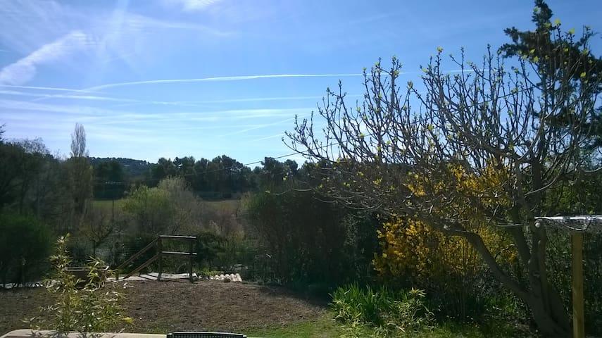 Au pied du massif du Luberon - Saint-Martin-de-la-Brasque